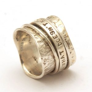 Engraved spinning ring